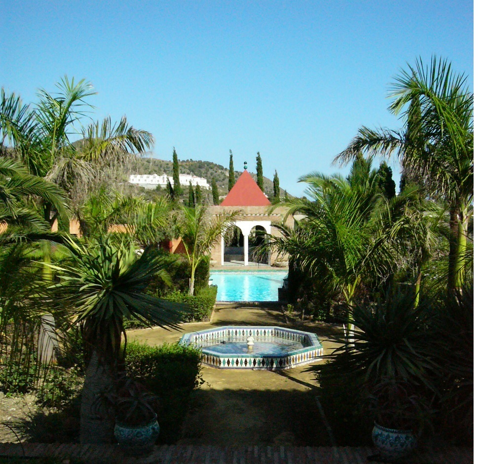 gardens-with-fountain-and-pool